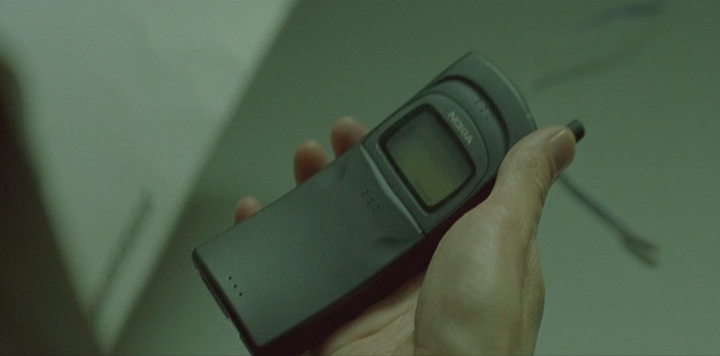Neo holding the phone